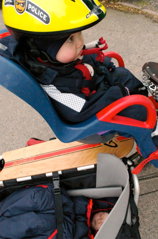 ...his 2 month old is blissfully ignorant of how cool Dad's bike is he just enjoys the smooth longtail ride...=-)
