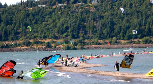The sandbar at Hood River can get hectic!